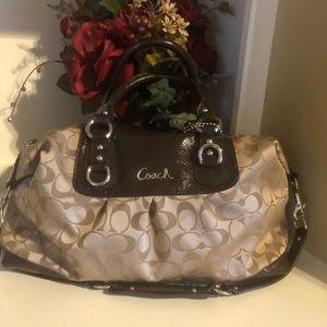 Coach purse 👜 gently used
